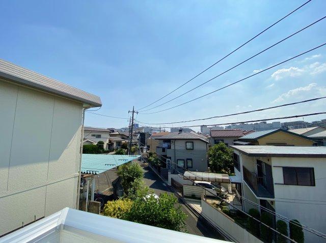 バルコニーからの眺望 視界を遮るものなく気持ちの良い空が望めます