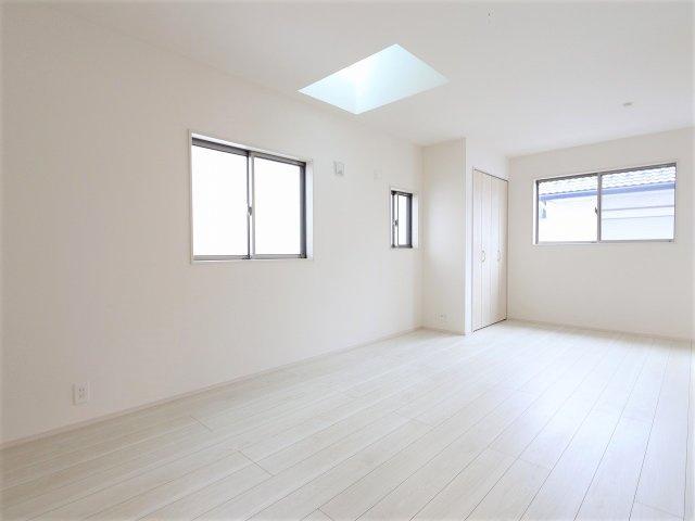 落ち着いた色調の洋室です:建物完成しました♪♪毎週末オープンハウス開催♪三郷新築ナビで検索♪