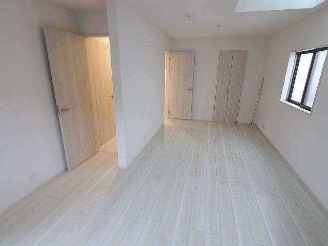 広くて明るい寝室:建物完成しました♪♪毎週末オープンハウス開催♪三郷新築ナビで検索♪