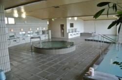 女子大浴場は、全身槽(温泉)、気泡漕,  スパ漕(温泉)の3つのタイプの浴槽 サウナも完備。 利用時間は下記の時間です。 午前:  6:00 ~ 10:00 午後: 15:00 ~ 24:00