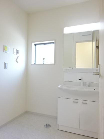 《 主寝室 》現地見学や詳細は 株式会社レオホーム へお気軽にご連絡下さい。