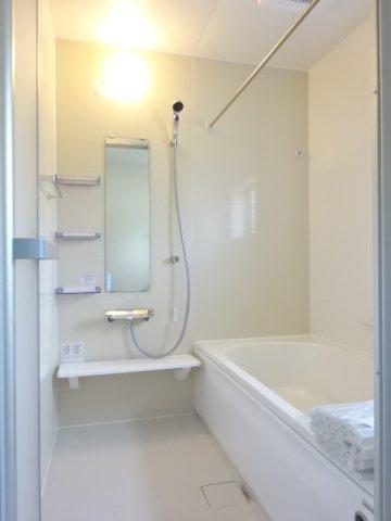 《 主寝室:ダブルウォークインクローゼット 》現地見学や詳細は 株式会社レオホーム へお気軽にご連絡下さい。