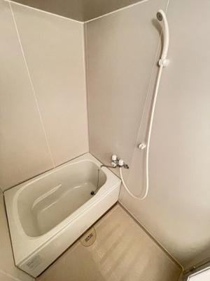清潔感のある浴室です♪ゆったりお風呂に浸かって一日の疲れもすっきりリフレッシュできますね