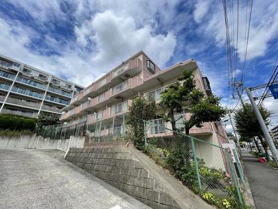 ブルーライン「中川」駅より徒歩圏内!鉄筋コンクリートの3階建てマンションです☆2沿線利用可能で通勤にも便利な立地!社会人の方にもオススメです☆
