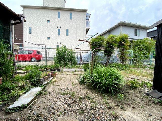 簡単な家庭菜園も楽しめるお庭です
