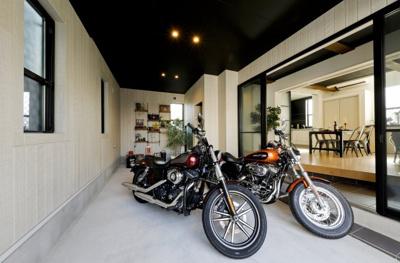 バイク好きの人にも、満足いただけるガレージです!