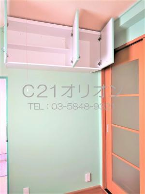 収納の下は冷蔵庫設置スペースですね