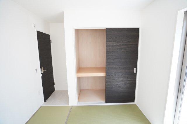 【同仕様施工例】お布団や座布団などたっぷり収納することができますよ。