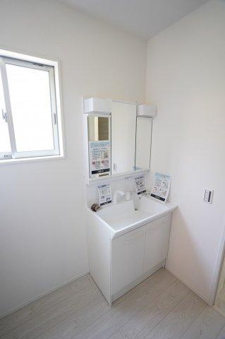【同仕様施工例】シンプルで使い勝手の良い独立洗面台!