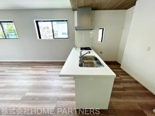 システムカウンターキッチン/食洗機付/3口コンロ/大型シンク/床下収納付/パントリー付
