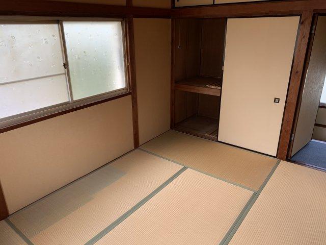 2階和室 角部屋なので日当たり風通し良好です。