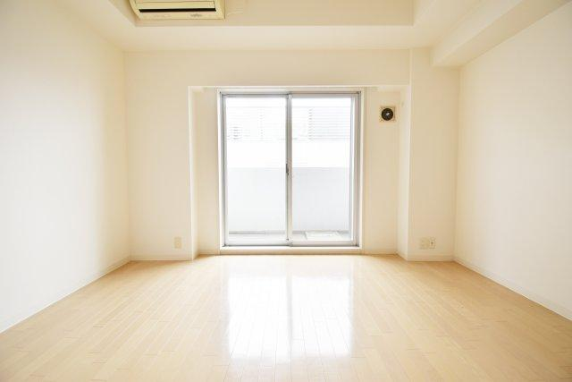 洋室9.0帖と余裕のある広さ。