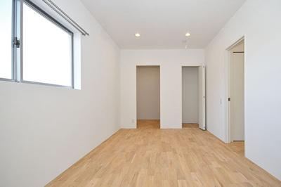 【ピース・クレアA棟】物置+ウォークインクローゼットの大収納※前回募集時の室内写真です。