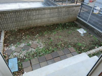 南東向きの専用庭です!植物もよく育ちそう☆プランターを使えばちょっとしたガーデニングなども楽しめそうですね♪