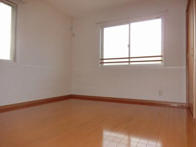 2階・角部屋二面採光洋室6.8帖のお部屋です♪子供部屋や書斎・寝室など多用途に使えそうですね☆