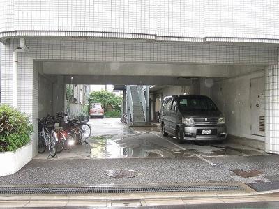 駐車場出入り口 「ハイム吉川 」のことなら(株)メイワ・エステートへ