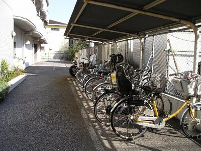 自転車置き場  「ハイム吉川 」のことなら(株)メイワ・エステートへ