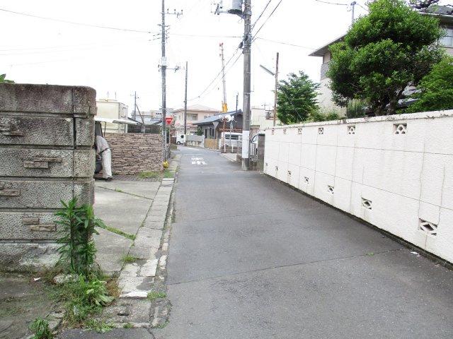 【前面道路含む現地写真】新荘2丁目住宅用地
