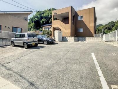 【駐車場】サンパレス