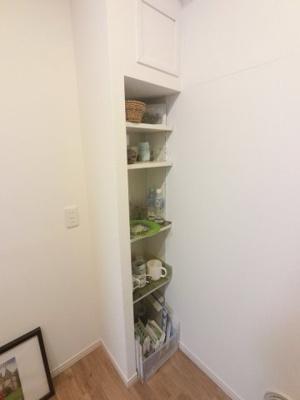 キッチンの棚部分です。 食器や備蓄品を収納できます。