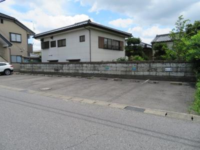 【駐車場】ヨコカワハイツ2F