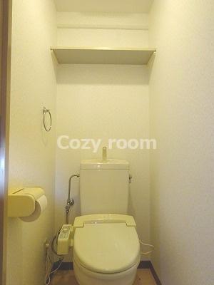 トイレ上部の棚です。