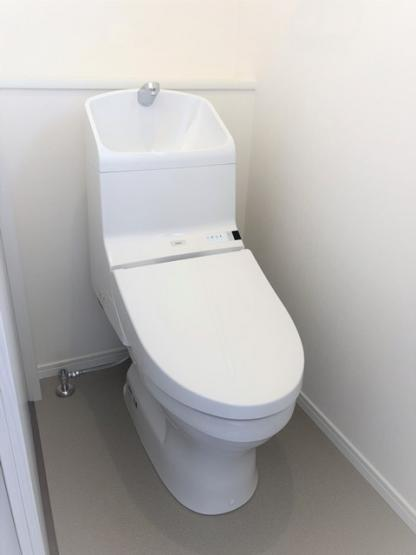 ウォシュレットトイレ。高い節電節水を実現。よごれやニオイの蓄積が少ない設計。※イメージ写真