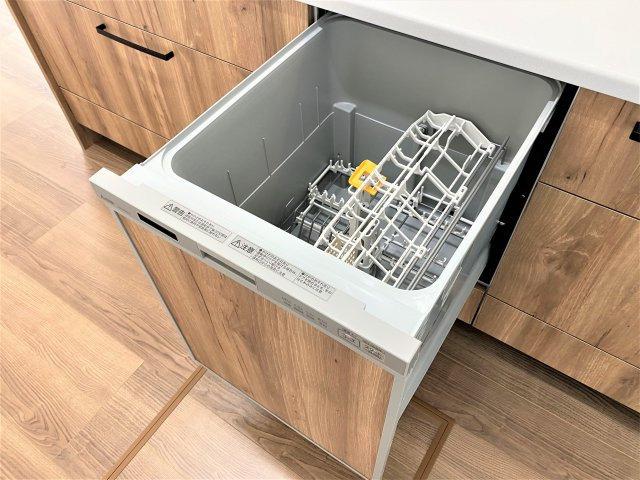 食器洗乾燥機。皿洗いによる手荒れを予防。他の家事を同時進行でき、家事負担を軽減。※イメージ写真