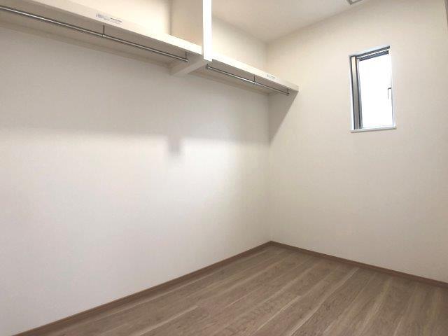 ウォークインクローゼット。一か所に衣類や季節物をまとめて収納可。居室を広く使えます♪イメージ写真