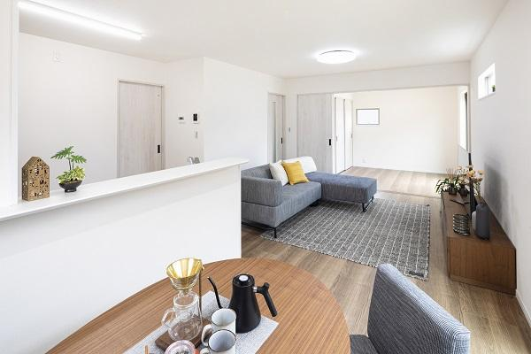 施工例。リビング隣和室設計で空間広々!
