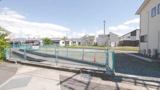 小中学校も近く、買い物施設も周囲に多数ある大里町。生活環境良好です。