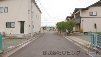 閑静な住宅街。前面道路幅6m