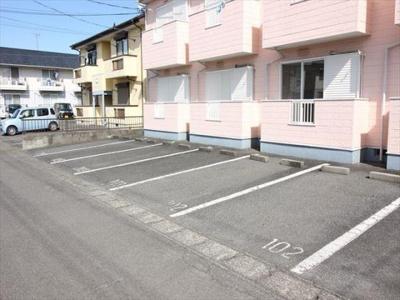 安心!!物件前に駐車場です♪