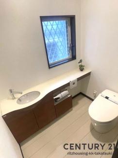ゆったりサイズのトイレです タンクレス
