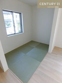 【1号棟写真】 約3畳のタタミコーナーです。