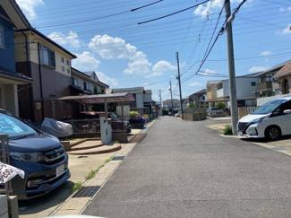 閑静な住宅街です。公道北側6mに接道しています。
