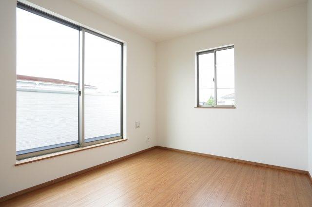 【同仕様施工例】2階 全室南向きのお部屋です。日中の陽の光を感じ暖かいお部屋です。