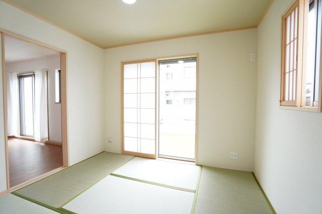 5.25畳 リビング隣接の和室なので広々使えます。