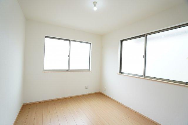 2階5.25帖 2階に4部屋あるのでプライベートも充実できます。