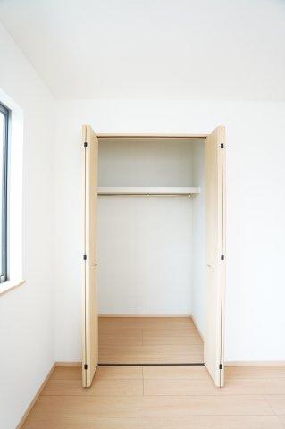 2階5.25帖 シンプルで使い勝手のよいクローゼットです。