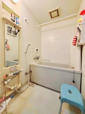 浴室です。大きな鏡で使いやすいですね。