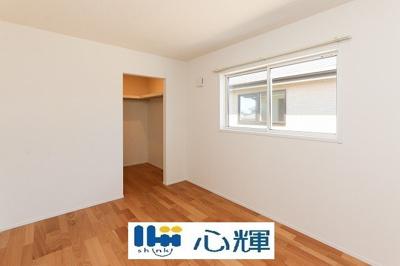 明るさを基調とした部屋は、部屋をより広く見せてくれます。