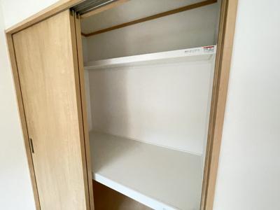 見えない収納部までおしゃれな棚