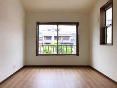 2階の約6.5帖の洋室です♪