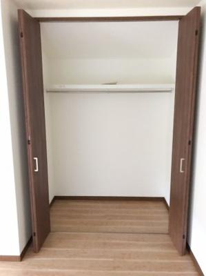 2階の約6.5帖の洋室の収納です♪