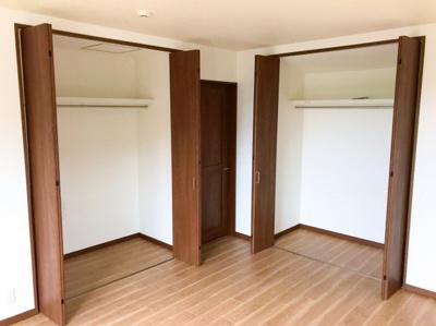 2階の約10帖の洋室の収納です♪