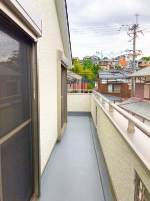 2階をぐるっと回れる広さのバルコニーです♪