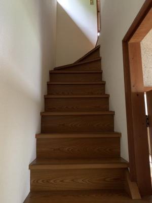 二階への階段です