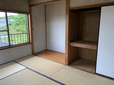 日当たり良い二階の和室