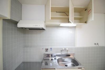 キッチン上の広い収納スペース